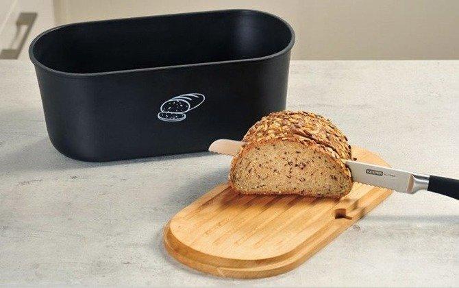 Chlebak z deską do krojenia owalny czarny Kesper / Pojemnik na chleb czarny